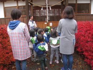 初めに八幡神社にお参り 「今日も遊ばせてください。お願いします。」